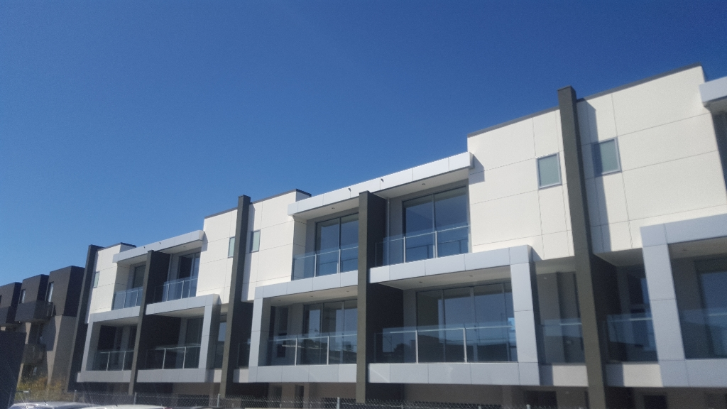 Transform Your Backyard with Glass Balustrades